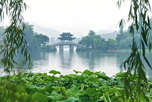 "Hangzhou - ""A Paradise City for Tourists"""